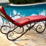 プールと椅子